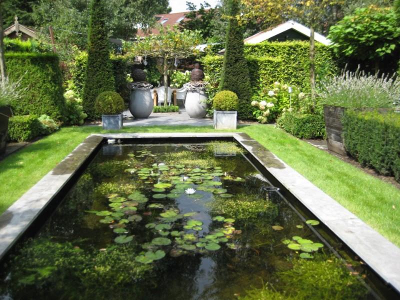 Aanleg van tuin - Aangelegde tuin met kiezelstenen ...